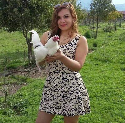 fotos de mujeres con gallos finos